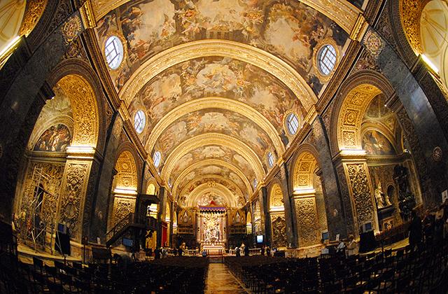 Orari diversi sugli orologi delle chiese di malta - Sinonimo di diversi ...